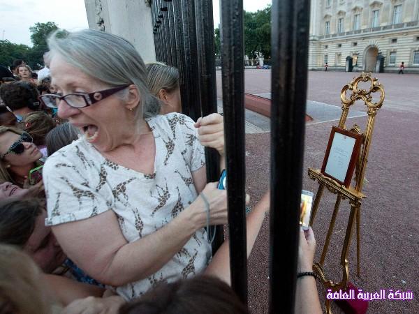 بالصور كيف استقبل البريطانيون المولود الملكي الجديد 13745983006.jpg