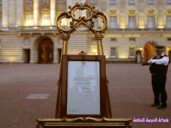 بالصور كيف استقبل البريطانيون المولود الملكي الجديد 13746018505.jpg