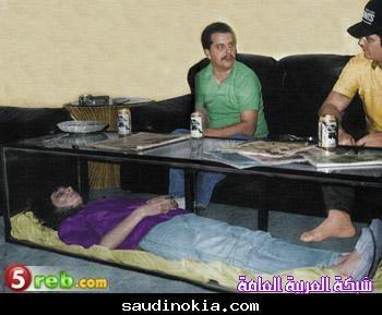 أمريكي يحتفظ بجثة زوجته داخل طاولة في منزله 13750969911.jpg