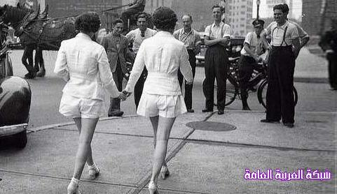 أول سيدتين ارتديتا السراويل القصيرة في العلن 13756223621.jpg