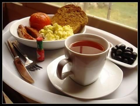 هل شرب الشاي الاسود مع الطعام وخاصة طعام الفطور مثل اللبنة والجبنة يذيب الغذاء الموجو 1395675681611.jpg
