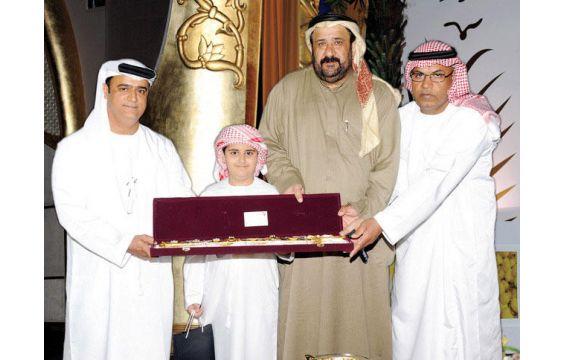 الإماراتي أديب البلوشي أصغر مخترع يجوب العالم 1395932436591.jpg
