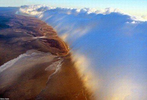 جبل من الغيوم في سماء أستراليا 1396447935131.jpg
