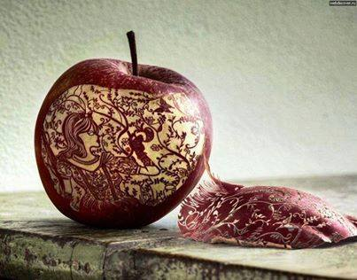 عمل فني رهيب على التفاح 1397824731551.jpg