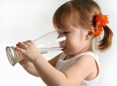 من الطبيعي بعد شرب الماء مباشرة ان يزداد وزن الجسم 1397953461461.jpg