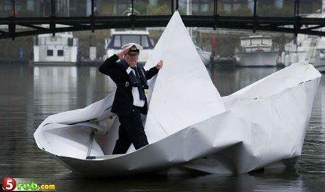 قارب من ورق يحمل شخصاً حقيقياً ويبحر به!! 1403863213221.jpg