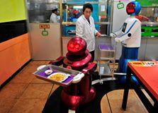 20 من الروبوتات للعمل وخدمة الزبائن. 1404520280311.jpg