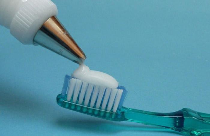 بودرة لتنظيف أسنان كل أفراد العائلة كباراً وصغاراً 1414651208331.jpg