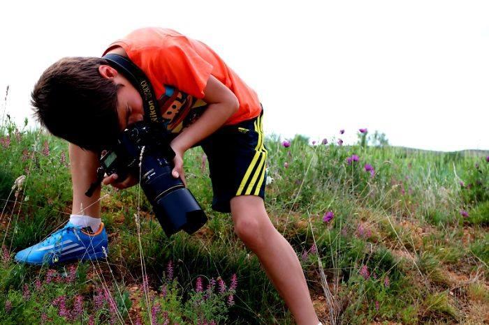 """اسباني بعمر التاسعة يفوز بجائزة """"مصور العام"""" البريطانية 1414831908251.jpg"""