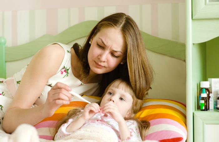 أخطاء يرتكبها الأهل عندما يمرض أولادهم 1416172964831.jpg