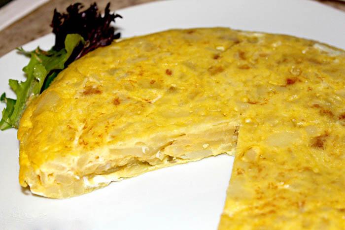 وصفة التورتيا الإسبانية (عجة البطاطا) 1419358107981.jpg