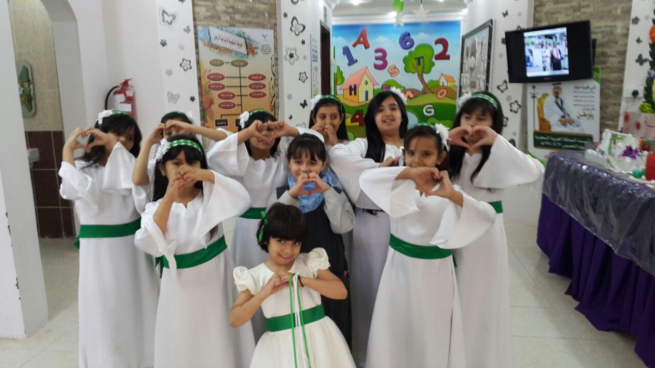 مشاركة طالبات الابتدائية الاربعون في فقرة عاصفة الحزم في ختام حفل الانشطة  للعام 1435هـ 1432910525462.jpg