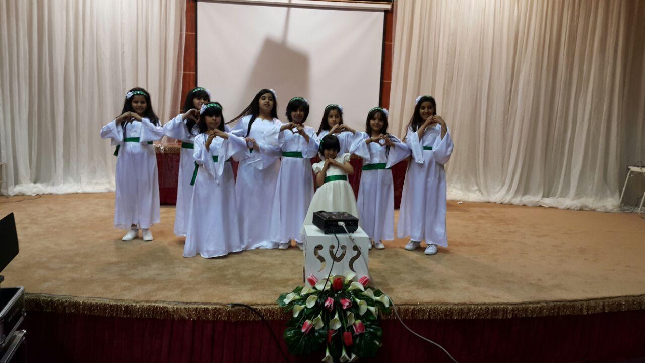 مشاركة طالبات الابتدائية الاربعون في فقرة عاصفة الحزم في ختام حفل الانشطة  للعام 1435هـ 1432910663481.jpg