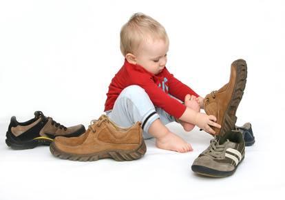 هل يحتاج الطفل لارتداء الأحذية عند بداية المشي ؟ 1436430203741.jpg