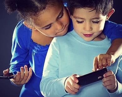 ما هو العمر المناسب لإعطاء الهاتف الجوال cellphone لأبنائنا ؟ 1436611089581.jpg