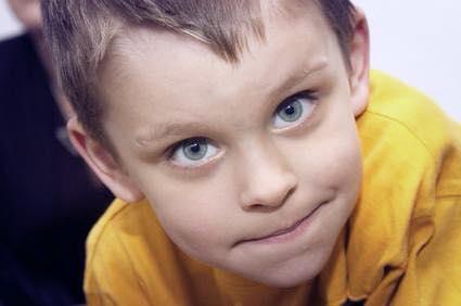 أسباب الهالات السوداء تحت العين عند الأطفال 1437470893451.jpg