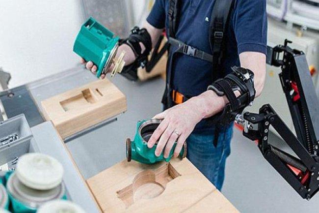 تصميم جهاز يمنح البشر قوة خارقة لحمل الأوزان الثقيلة! 1437963896741.jpg