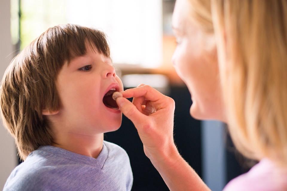 هل يحتاج الأطفال لتناول الفيتامينات كمتمم غذائي ؟ 1438241396211.jpg