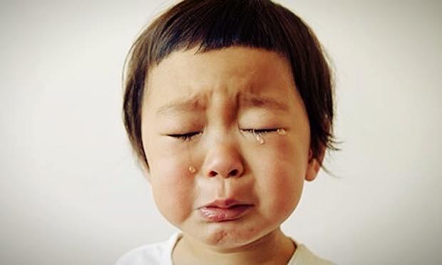 كيفية التعامل مع الطفل كثير البكاء ( المتباكي ) ؟ 1439218979991.jpg