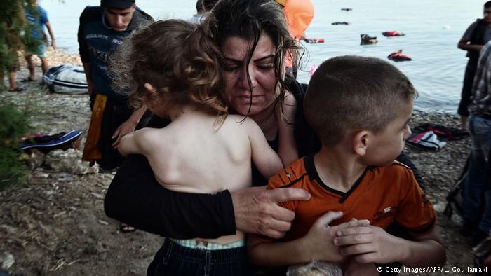 صور ماسأوية للاجئين السوريين في جزيرة كوس اليونانية 1439849001371.jpg