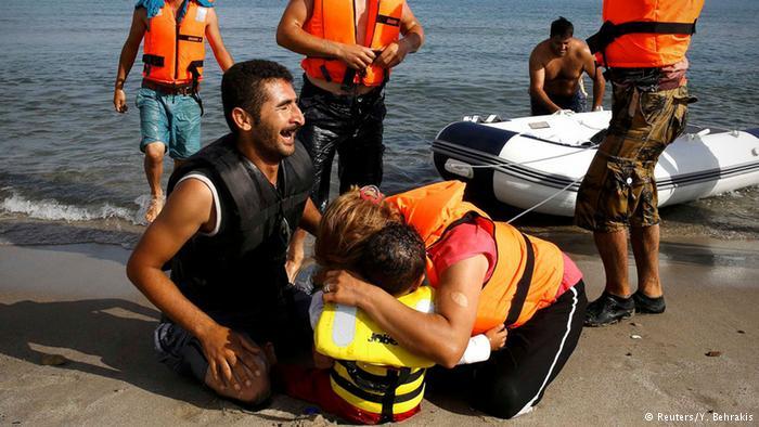 صور ماسأوية للاجئين السوريين في جزيرة كوس اليونانية 1439849104241.jpg