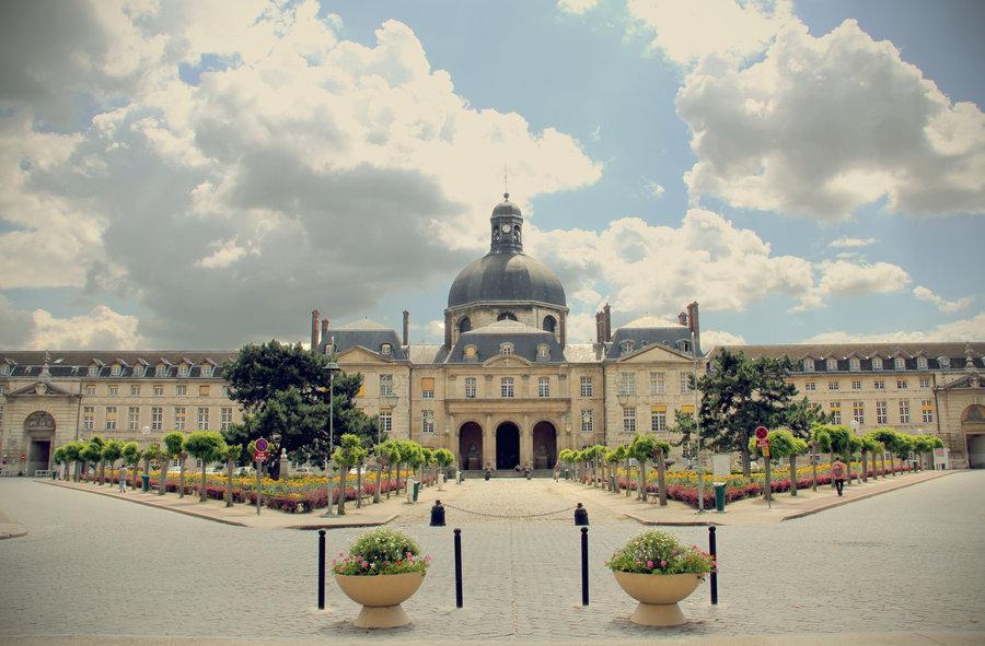 الى الطلاب العرب تعرف الى أفضل جامعات الطب البشري في فرنسا 1473497978661.jpg
